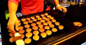 Fastest Pancake Cook Shows his Lightning Speed